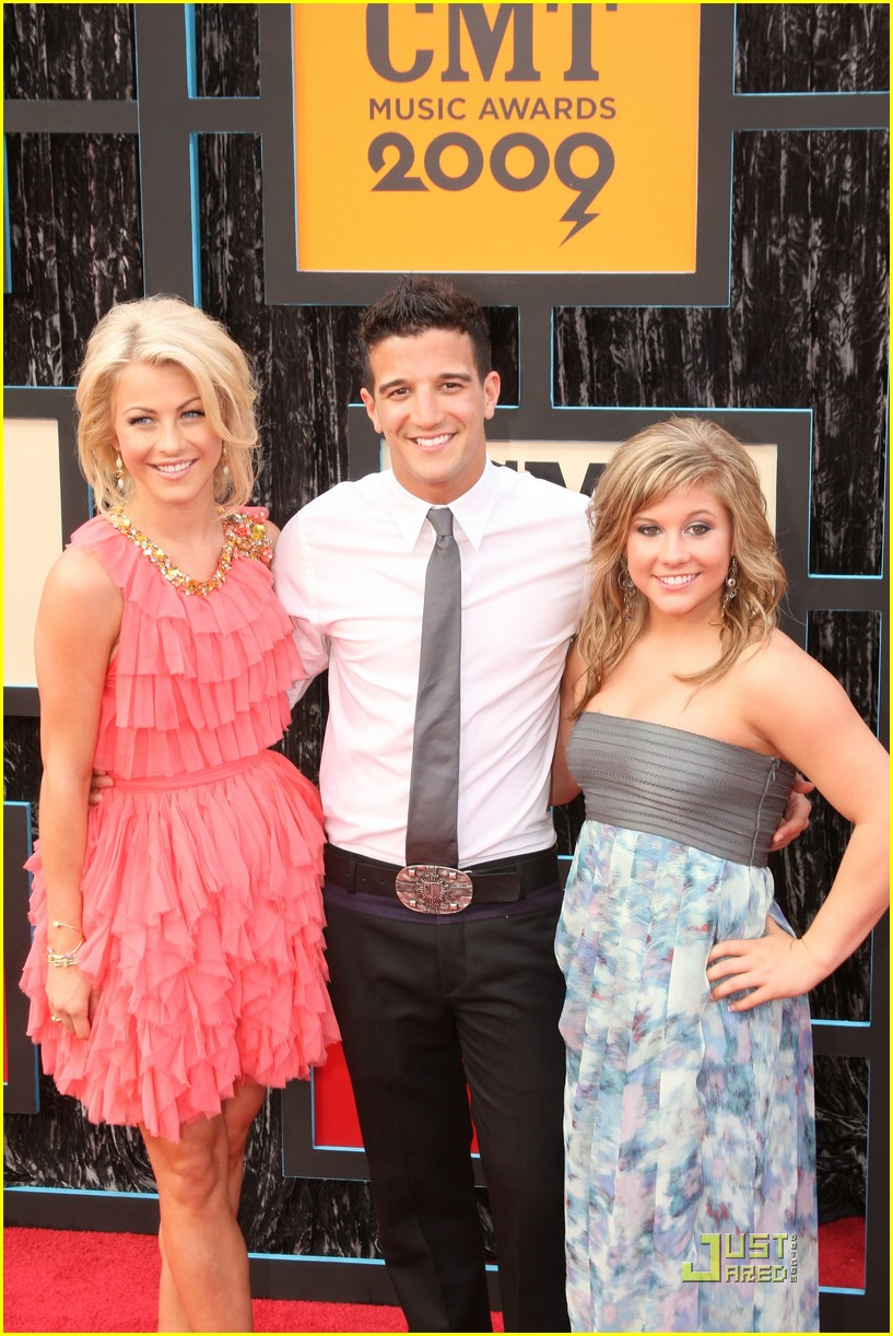 julianne hough cmt music awards 19