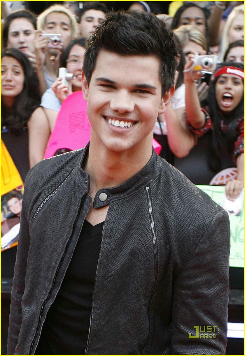 taylor lautner much music video awards 02