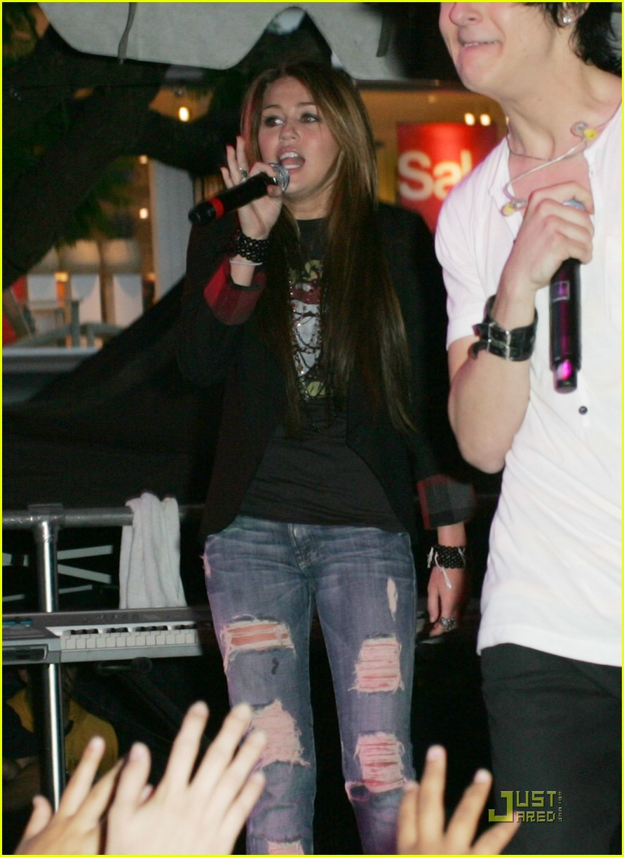 miley cyrus mitchel musso the grove 04