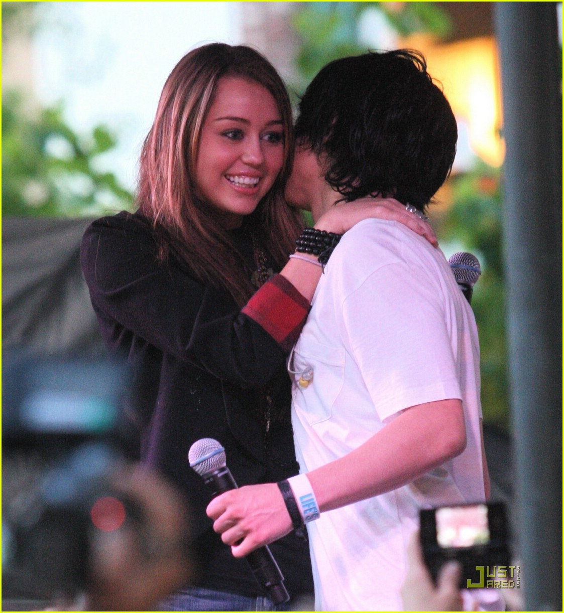 miley cyrus mitchel musso the grove 05