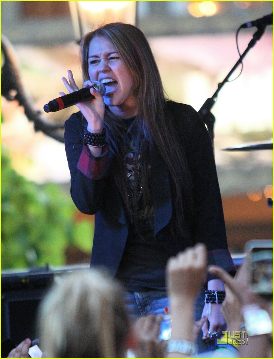 miley cyrus mitchel musso the grove 12