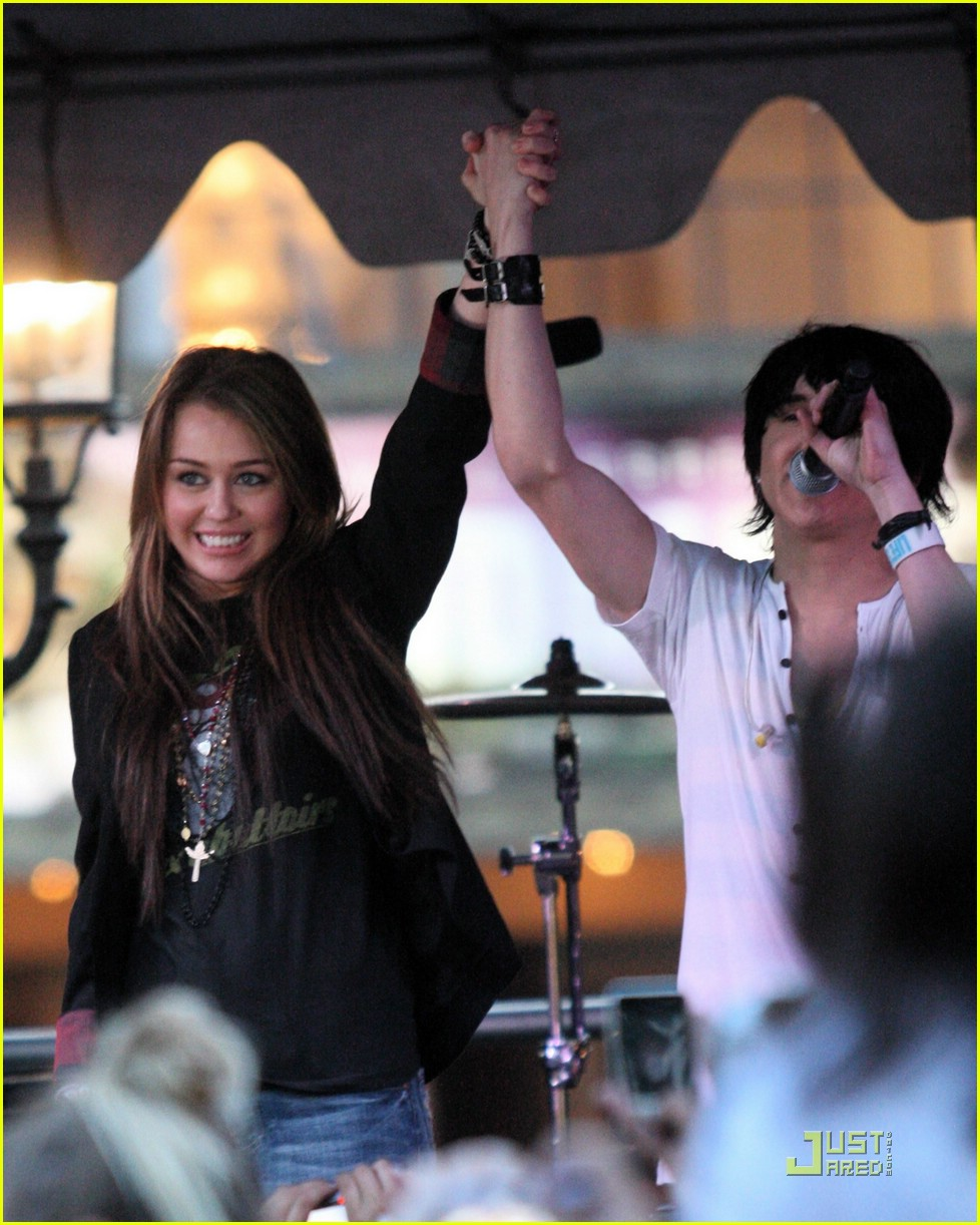 miley cyrus mitchel musso the grove 13