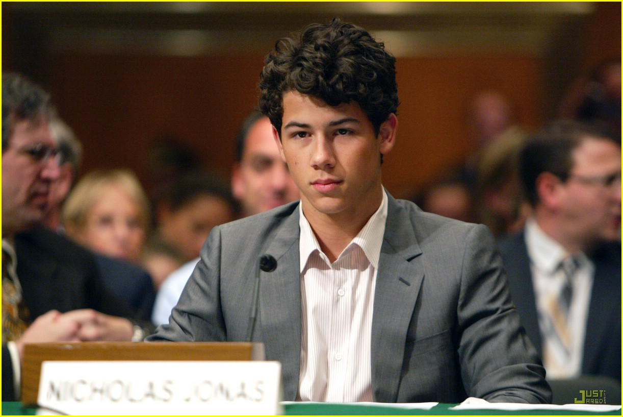 nick jonas debates diabetes 01