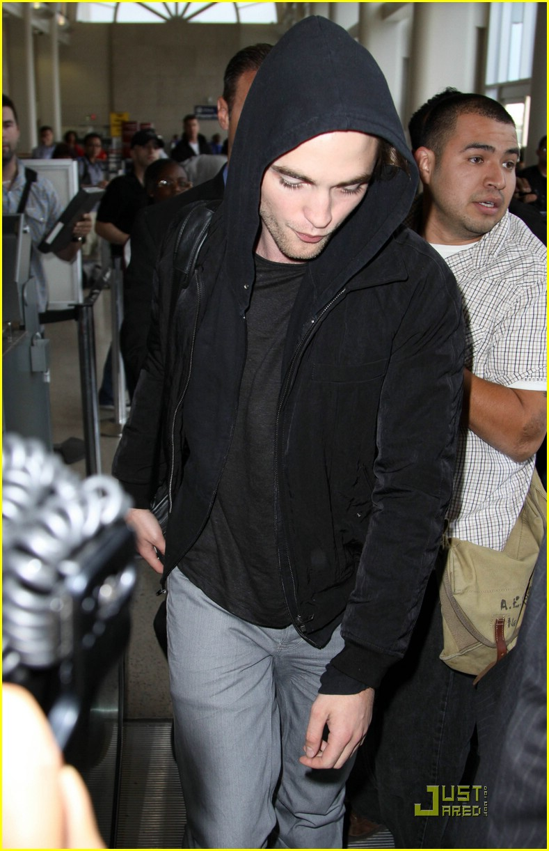 robert pattinson black hoodie hot 06