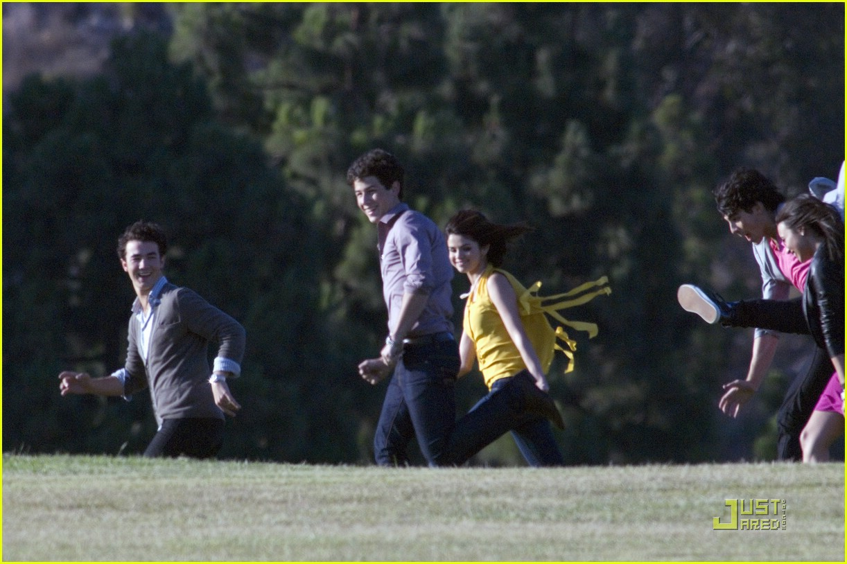 selena gomez nick jonas wiffle ball 28