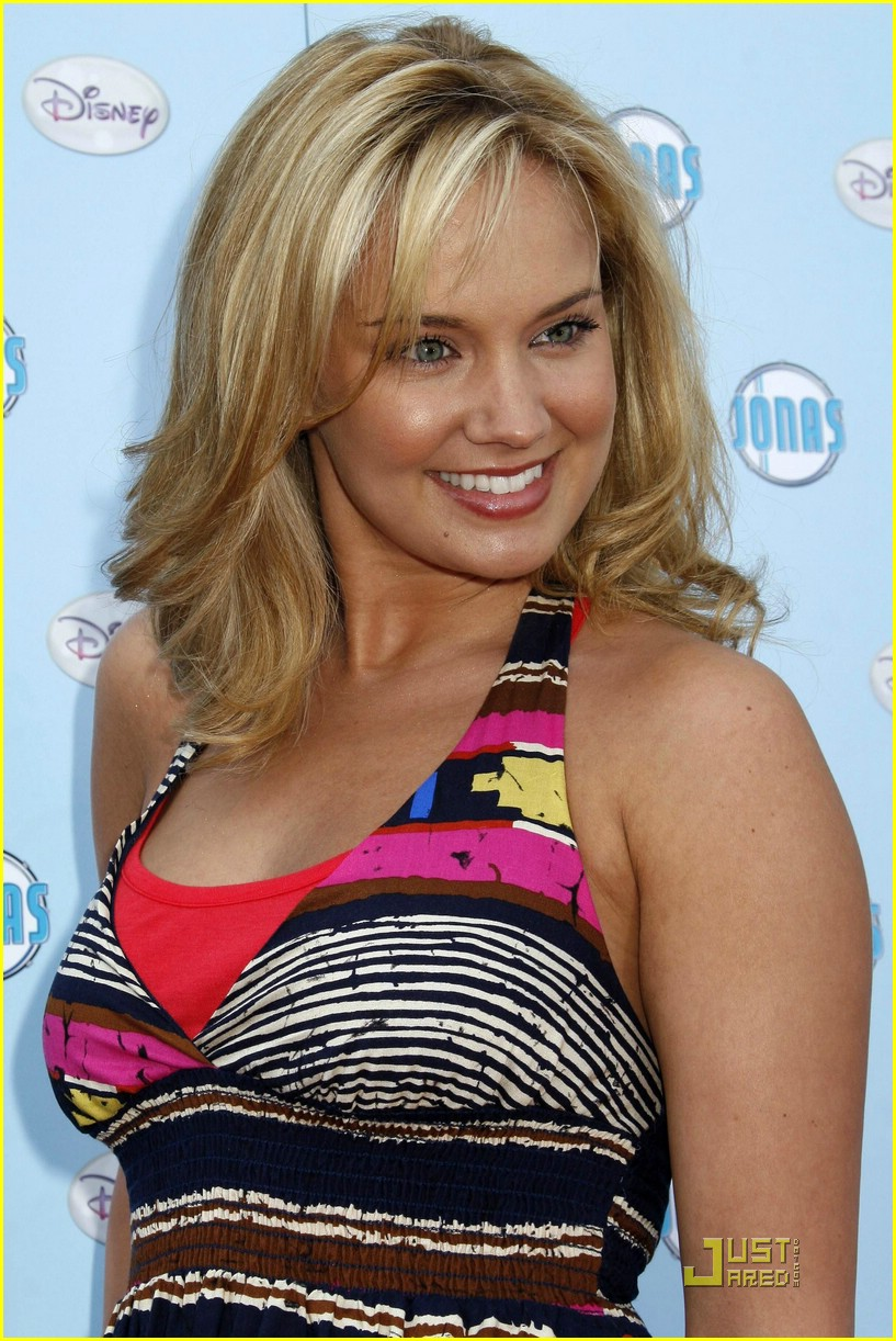 tiffany thornton brandon smith fashion show 03