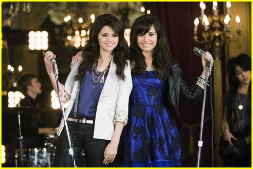 Selena Gomez & Demi Lovato are One And The Same | Photo 215601 - Photo Gallery | Just Jared Jr.