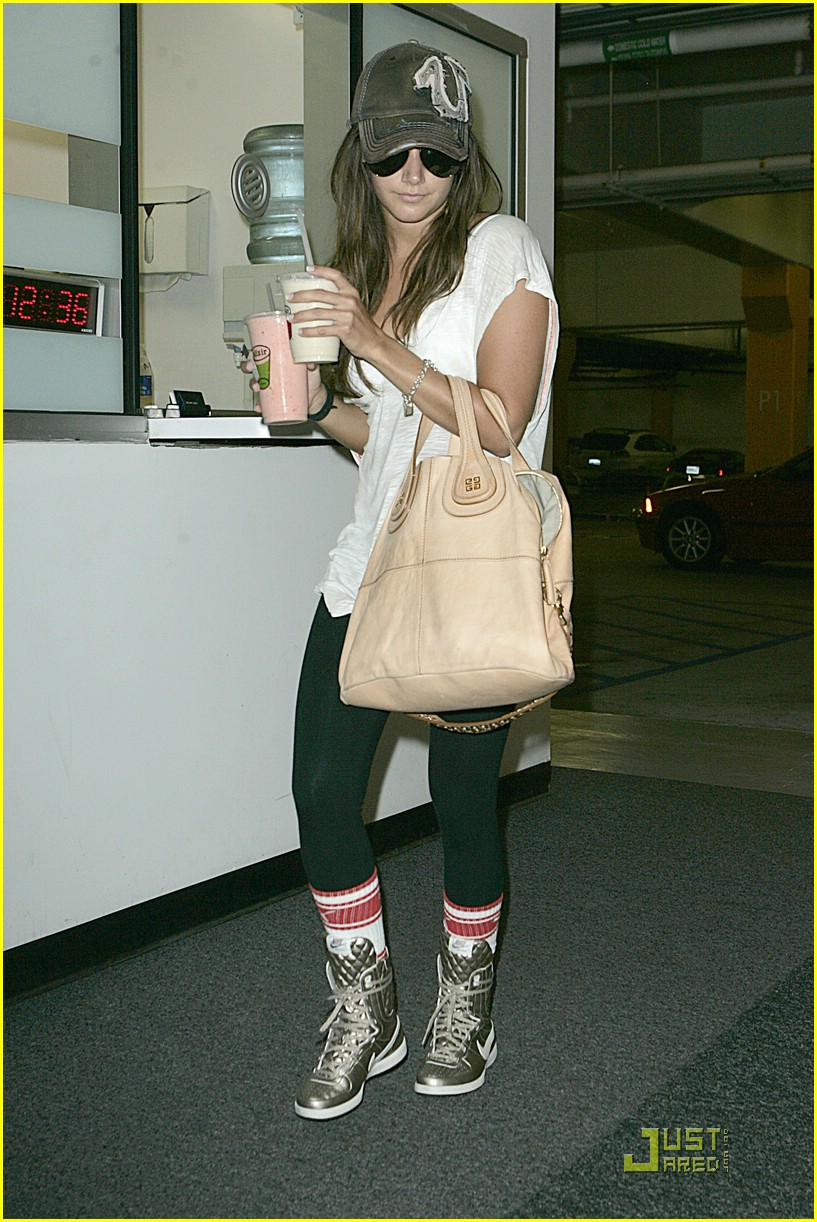 Ashley Tisdale Gets A Clue | Photo 216631 - Photo Gallery ...