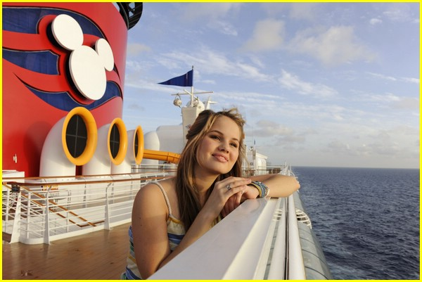 jennifer stone kiss mickey mouse 03
