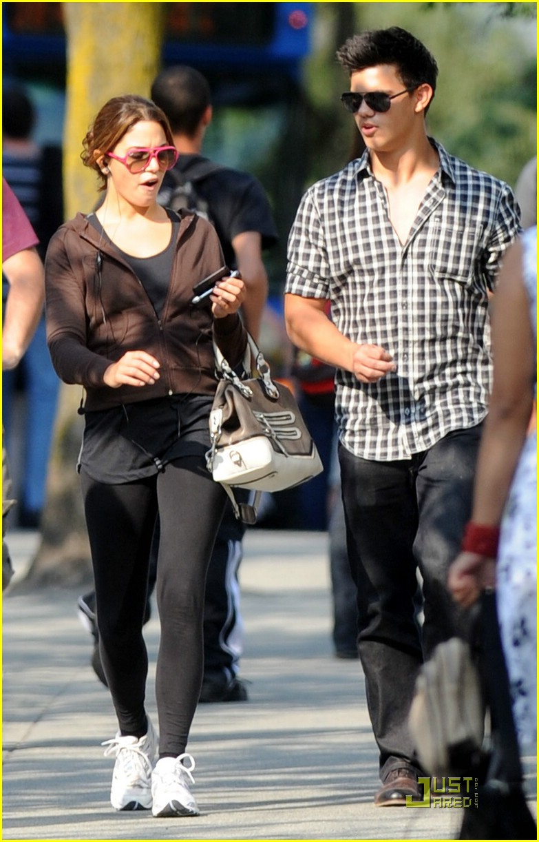 nikki reed taylor lautner say cheese 05