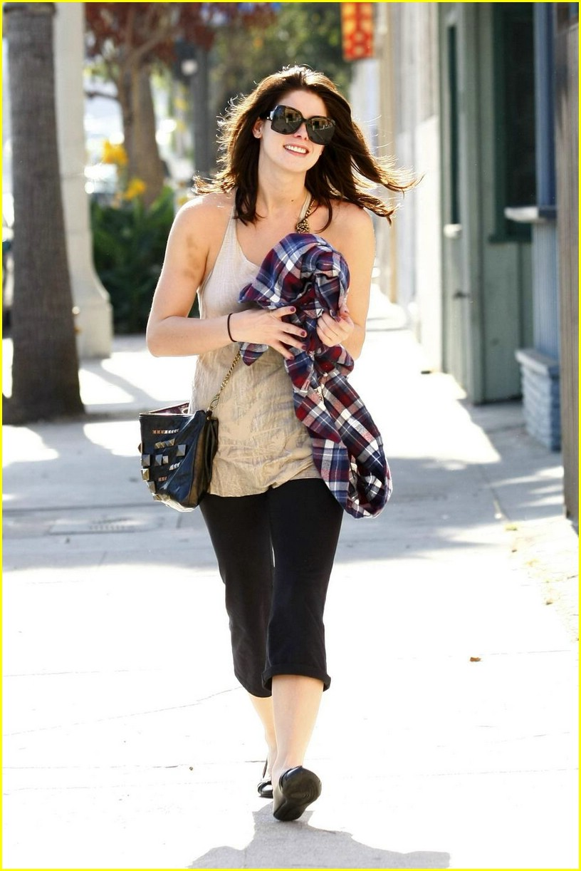 ashley greene vivians cafe 02