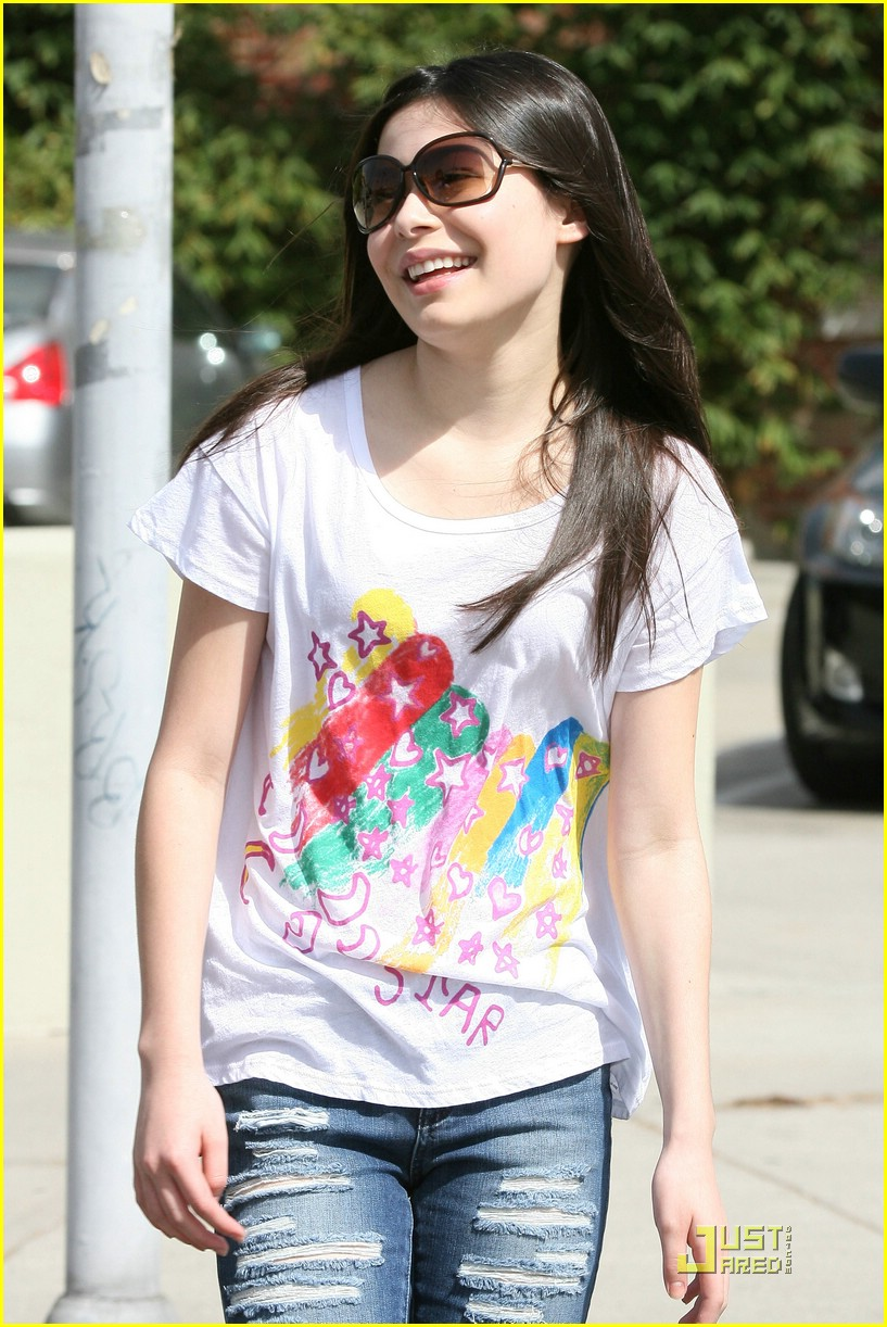 miranda cosgrove torn up 04
