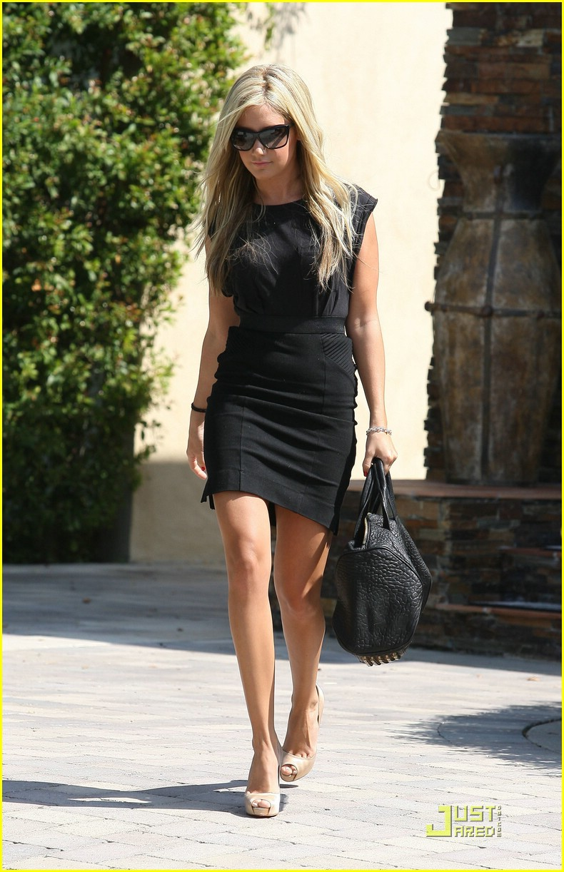 ashley tisdale blonde bombshell 09