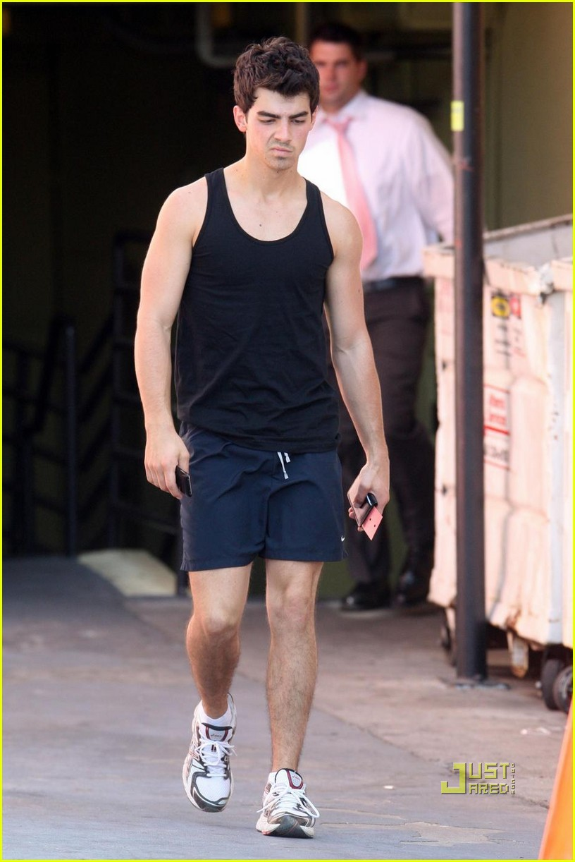 joe jonas short new haircut 04