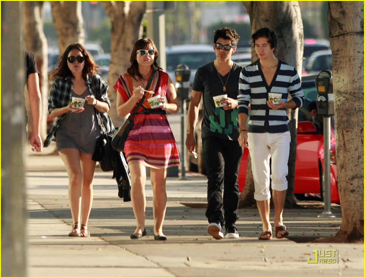 joe jonas yogurt yummy 17
