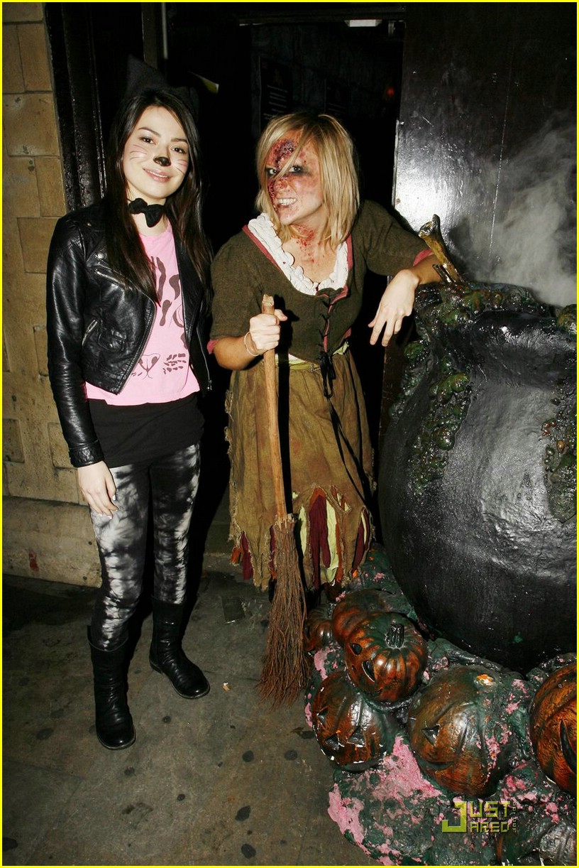 miranda cosgrove london dungeon 03