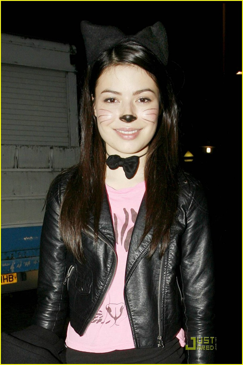 miranda cosgrove london dungeon 05