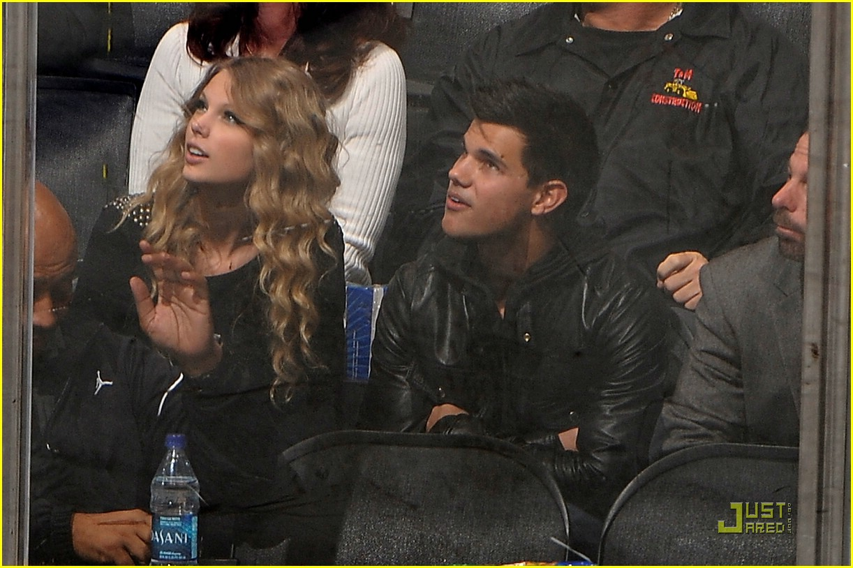 taylor swift lautner hockey date 03