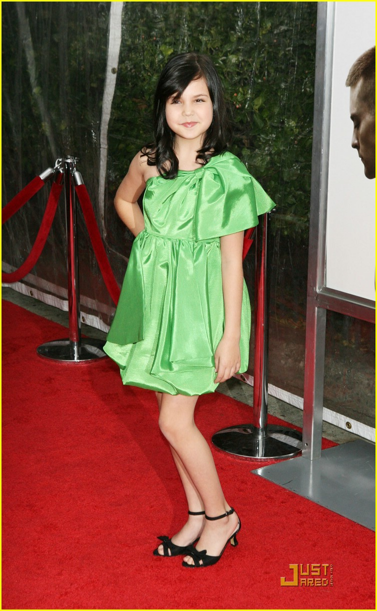bailee madison brothers premiere 05