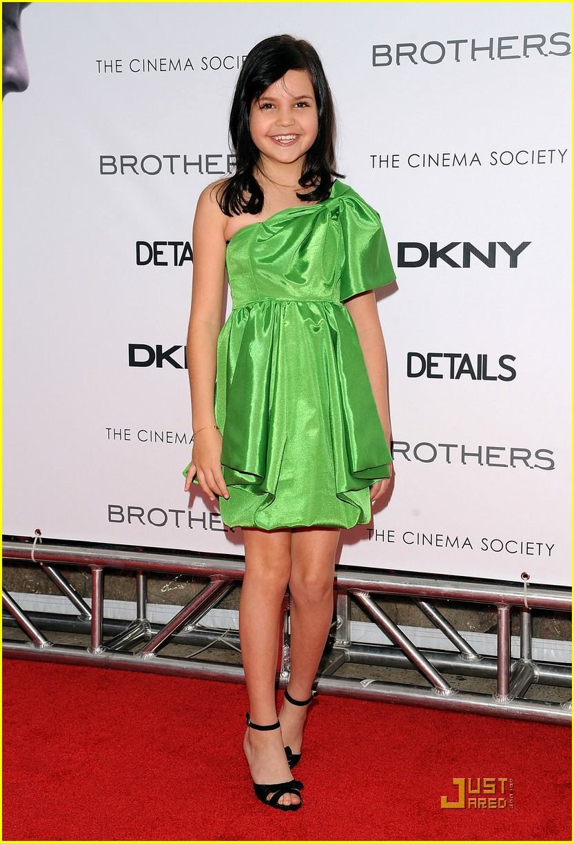 bailee madison brothers premiere 09
