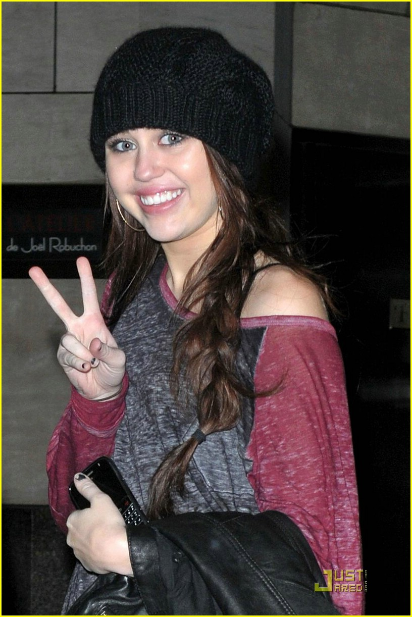 miley cyrus black beanie 03