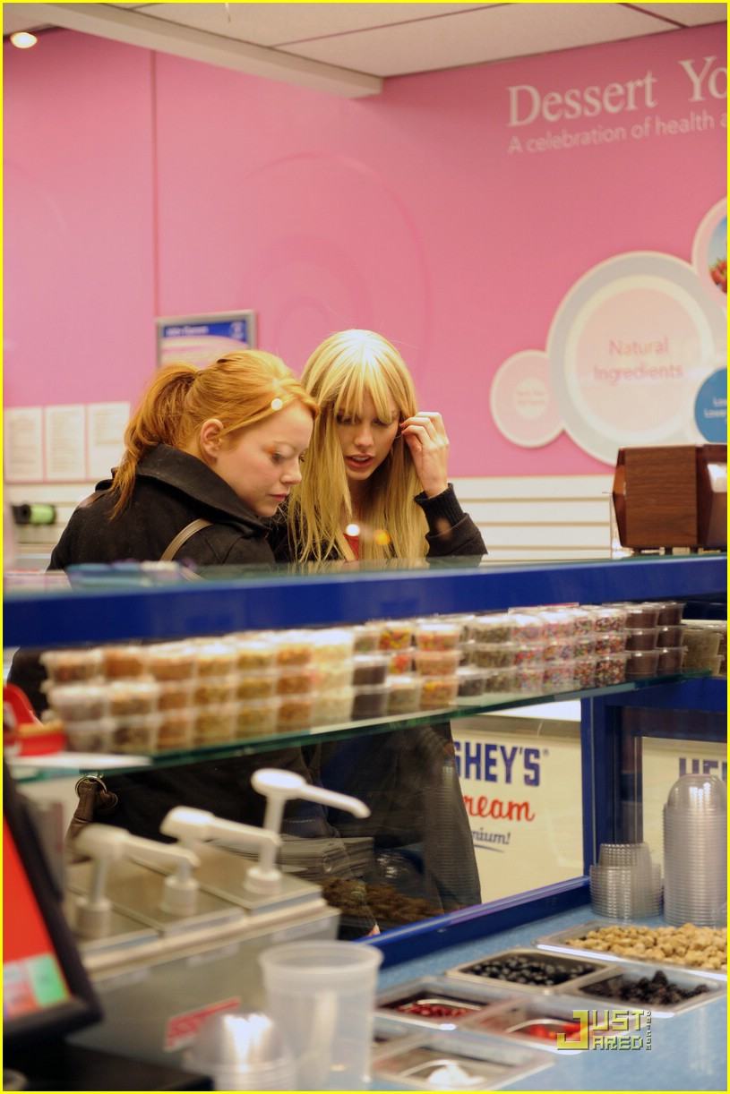 emma stone taylor swift baskin robbins 09