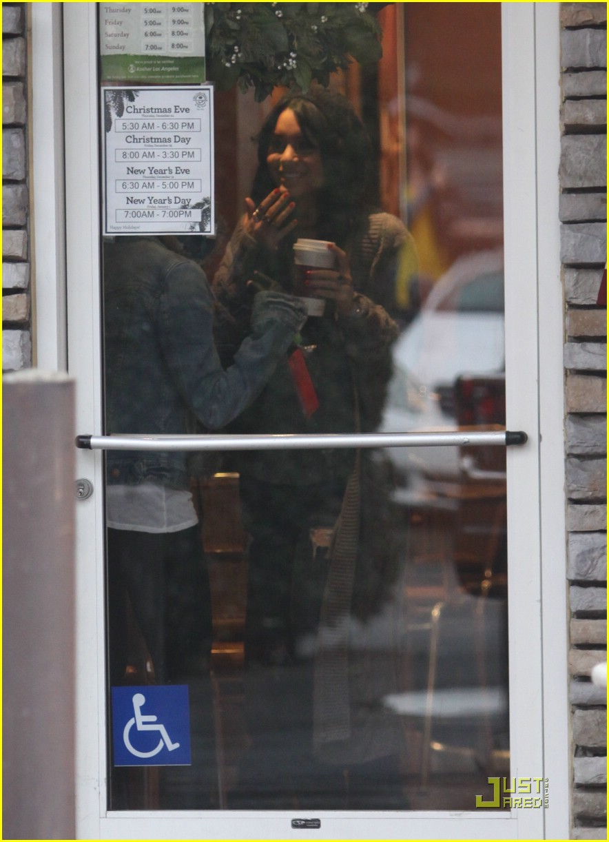 ashley tisdale vanessa hudgens coffee bean 01