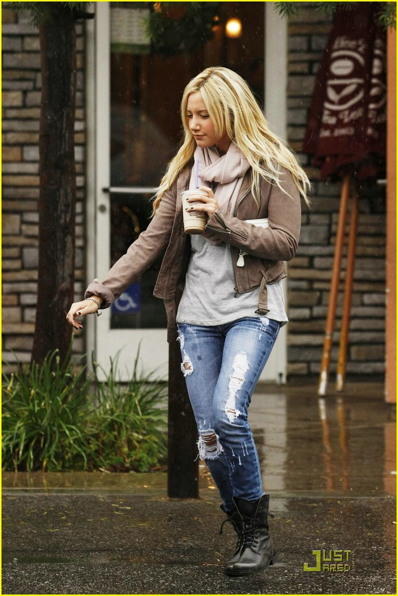 ashley tisdale scarf sweet 01