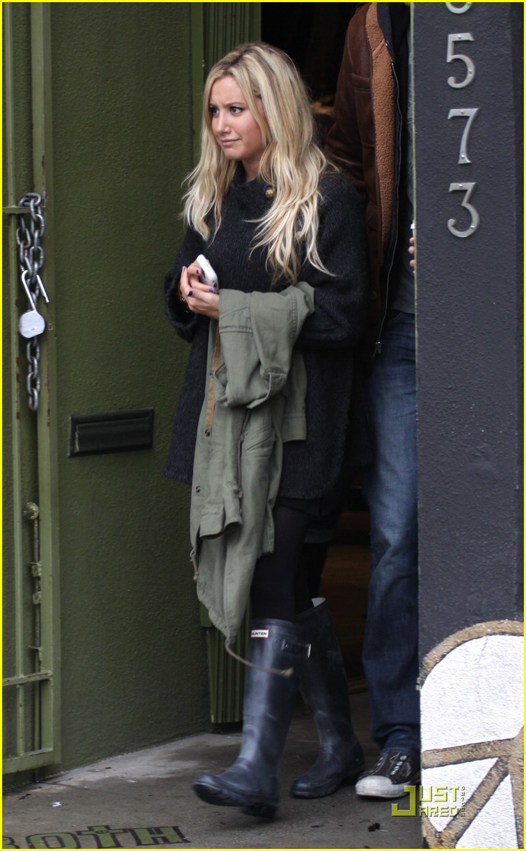 ashley tisdale scott speer urth cafe 03