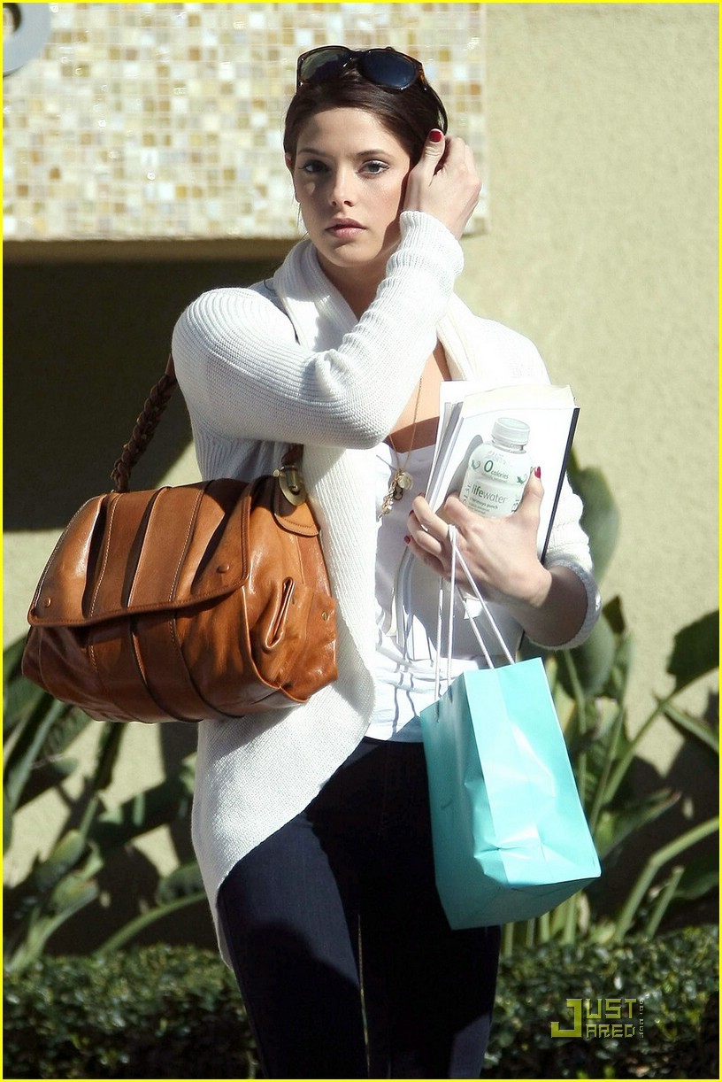 ashley greene airport bound 03