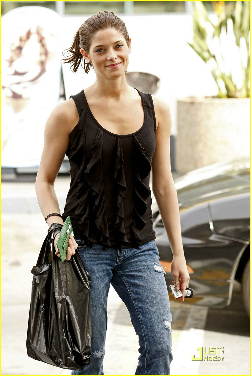 ashley greene wii fit 08