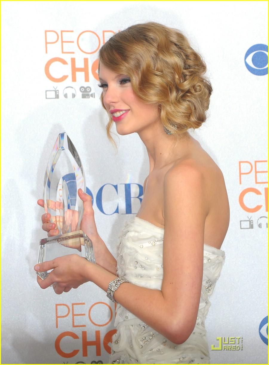 Full Sized Photo Of Taylor Swift Fave Female Pca Awards