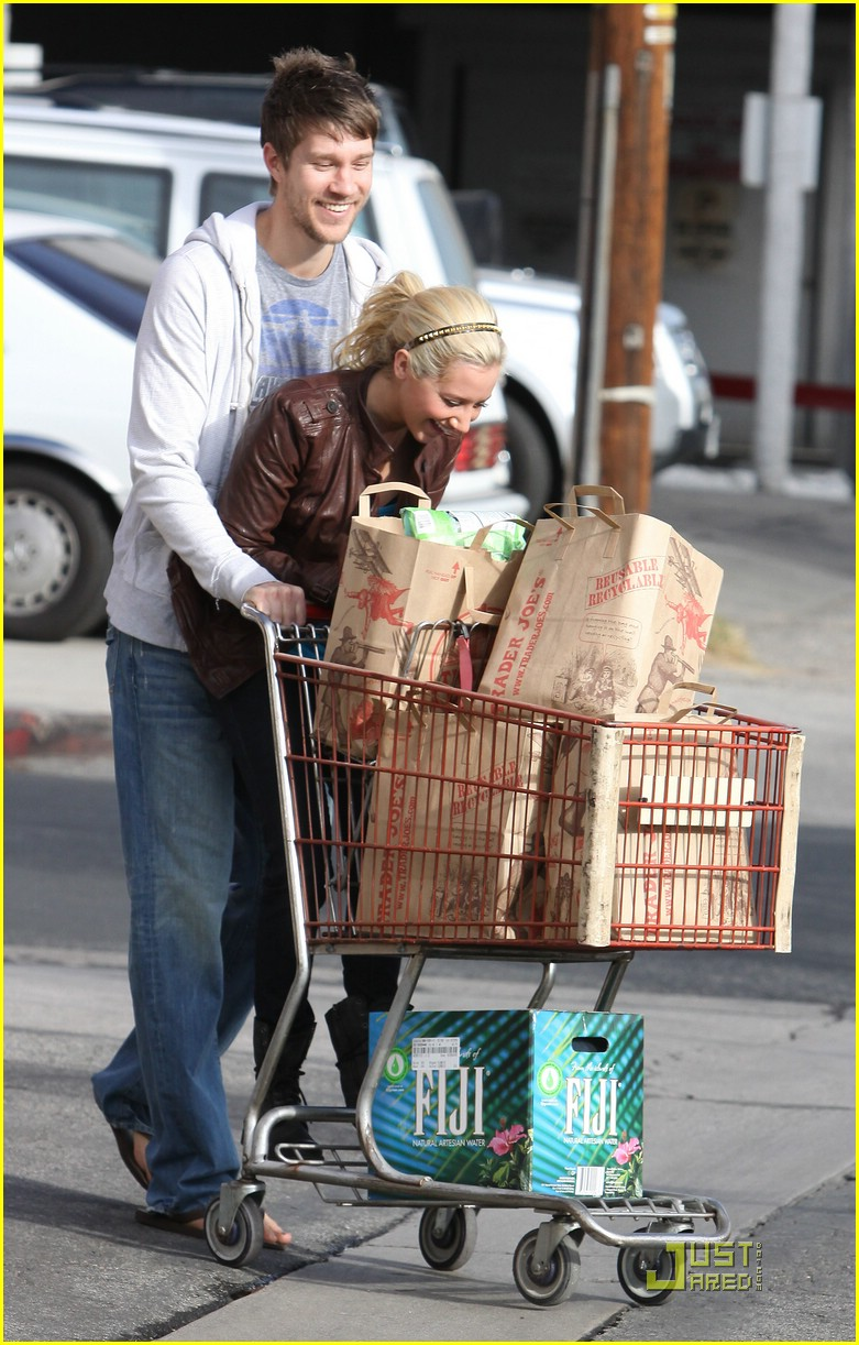 ashley tisdale scott speer trader joes 14