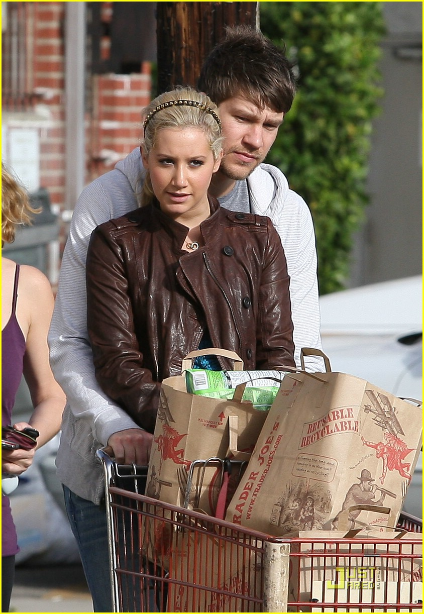 ashley tisdale scott speer trader joes 33