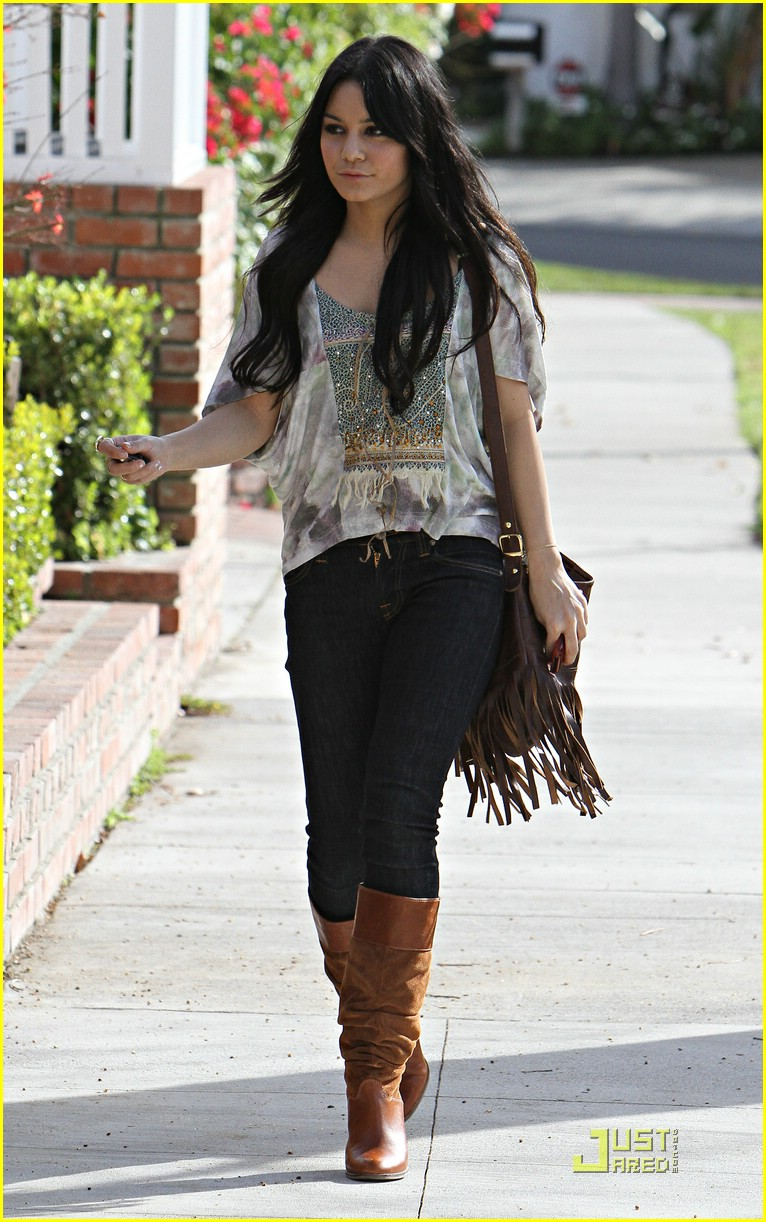 vanessa hudgens visits ashley tisdale 03