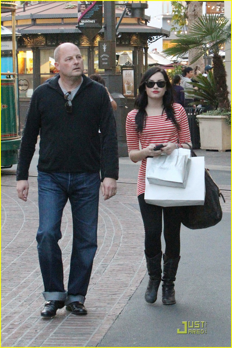 demi lovato shops the grove 14