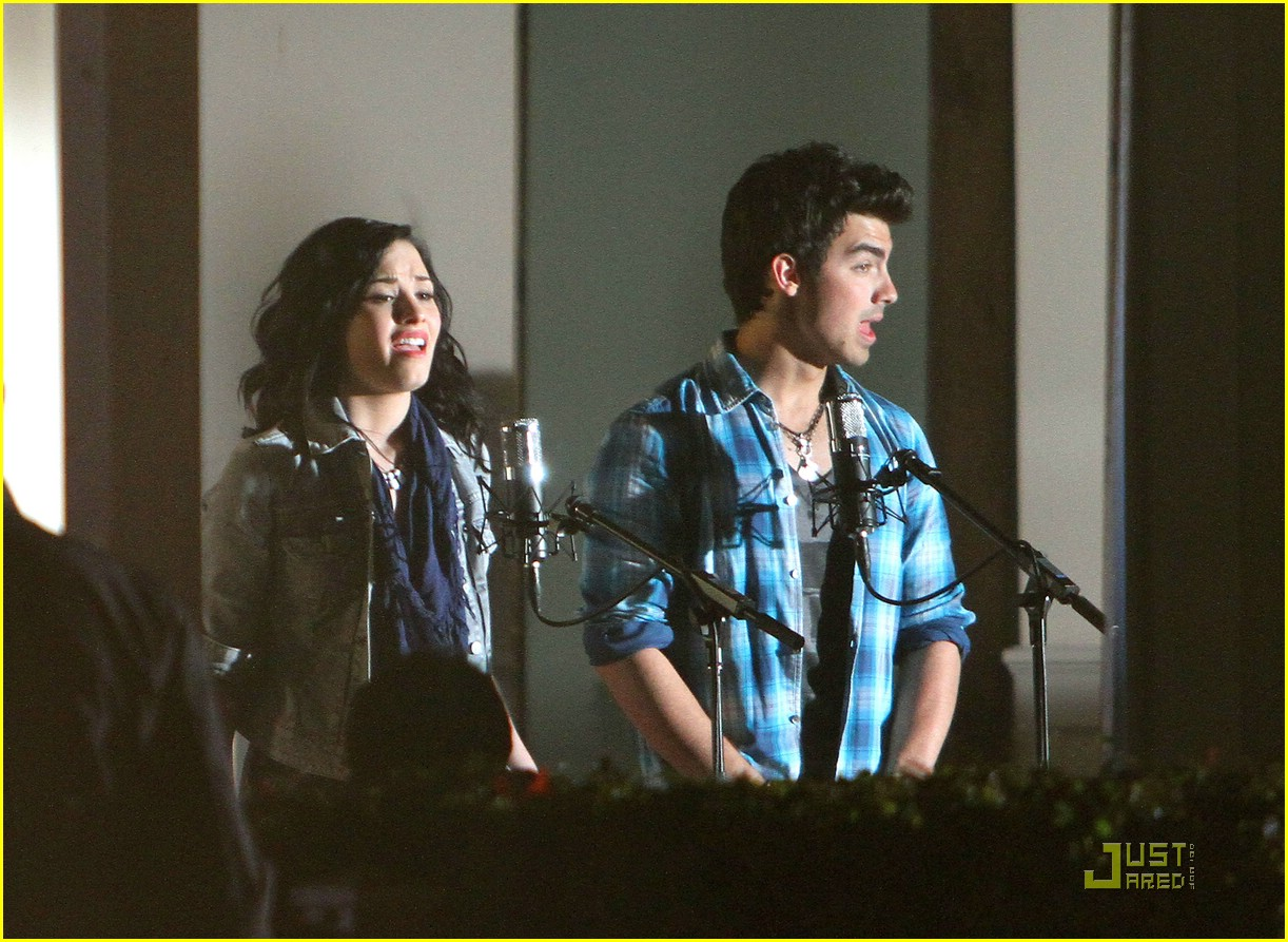 joe jonas demi lovato wave beach 03