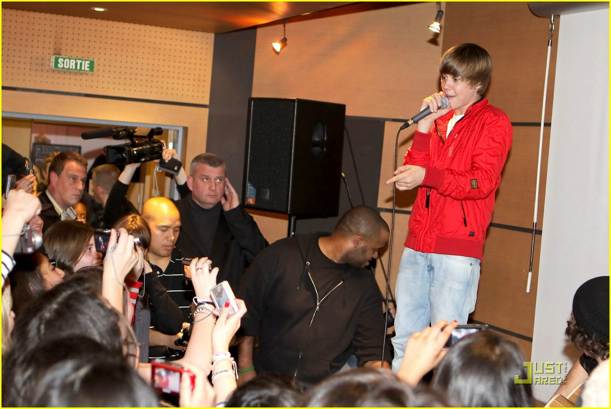 justin bieber paris perform 15
