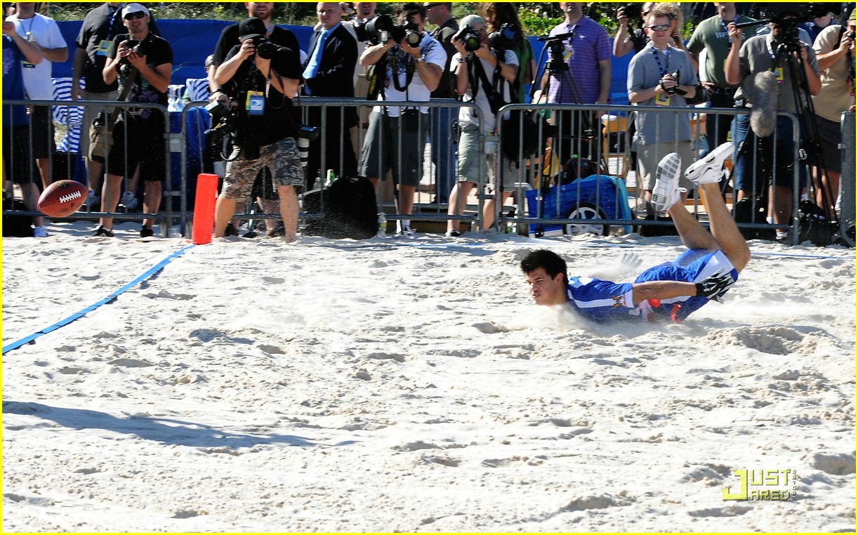 taylor lautner face sand football 03