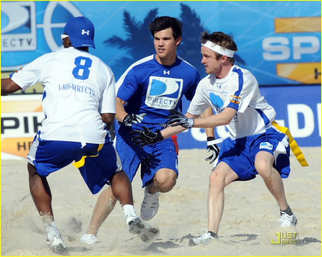taylor lautner face sand football 37
