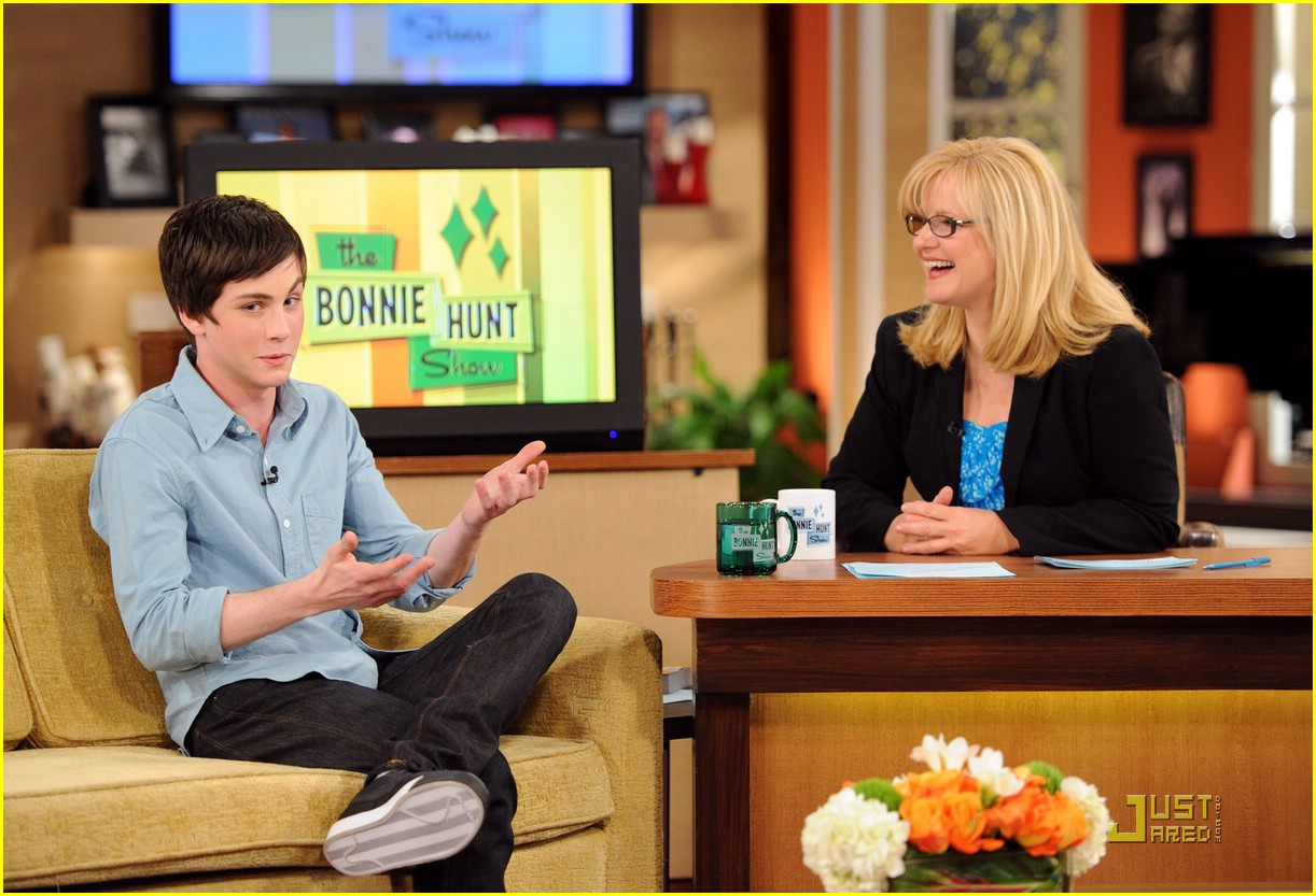 logan lerman bonnie hunt 01