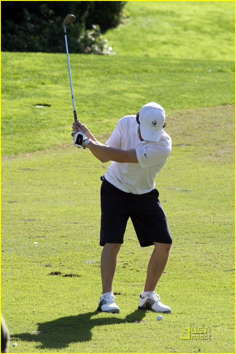 nick jonas golfing guy 01