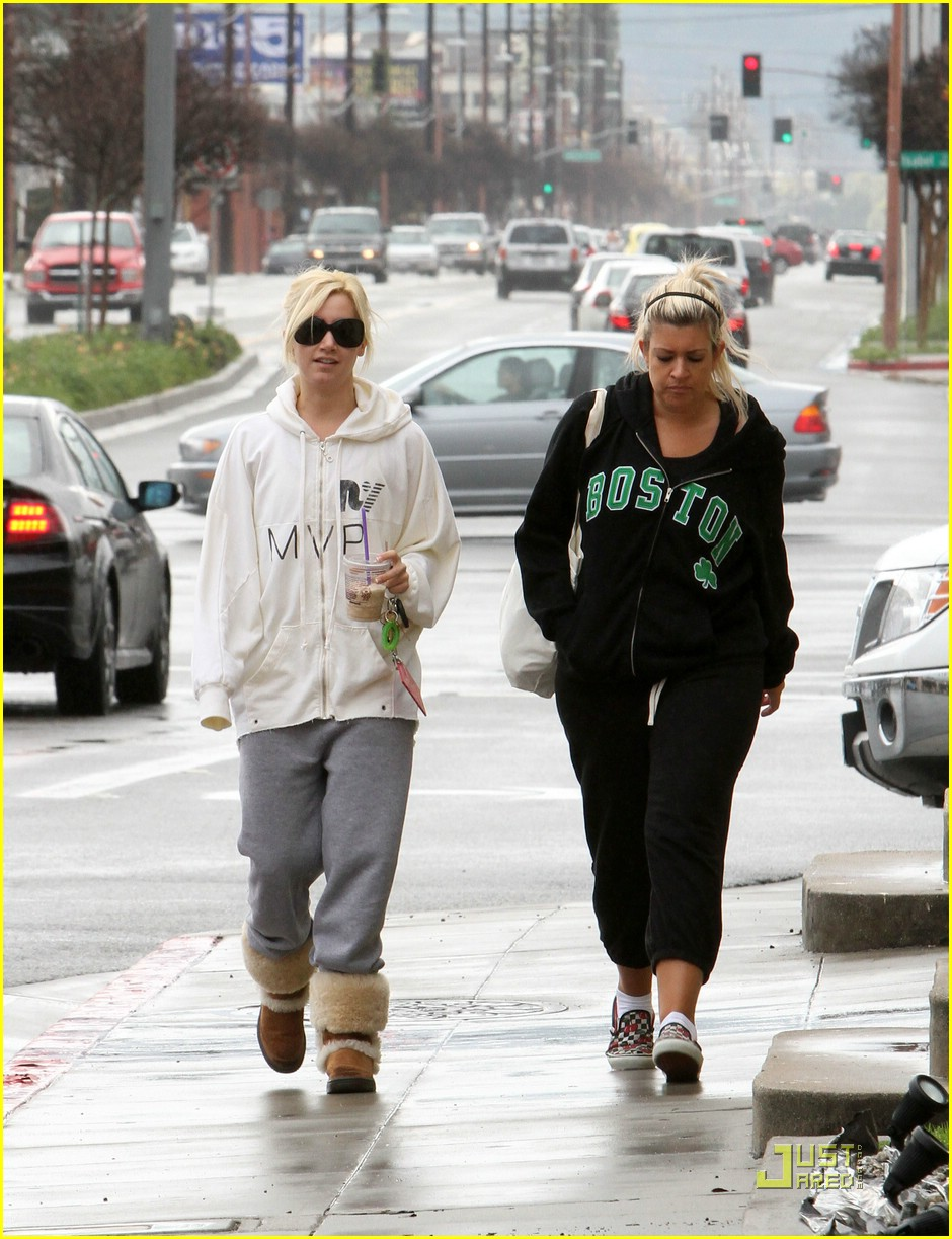 ashley tisdale haylie duff coffee 05