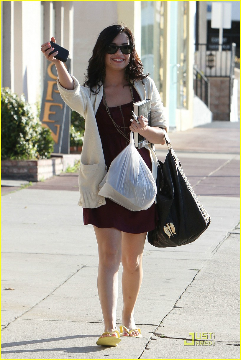 demi lovato pedicure pretty 11