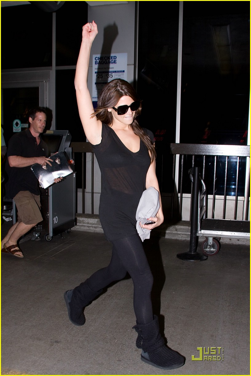 ashley greene lax landing 01