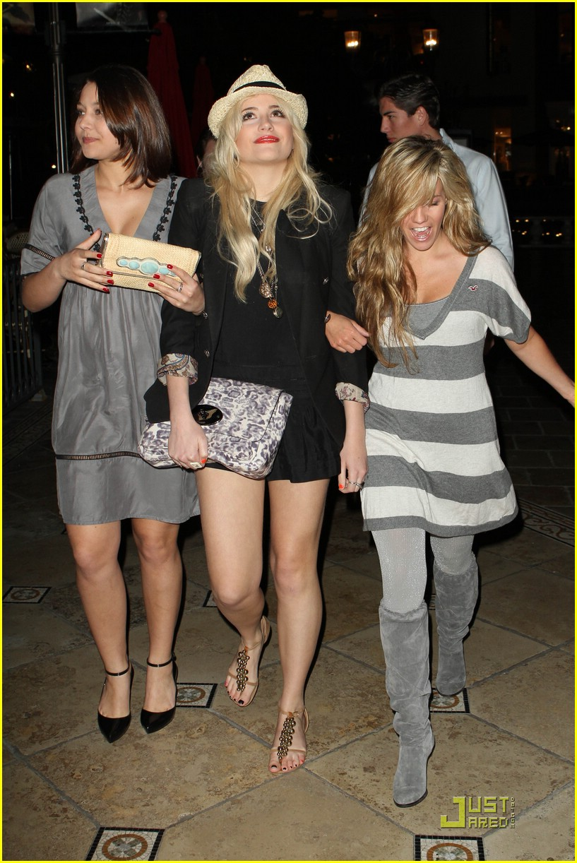 gregg sulkin pixie lott cheesecake factory 09