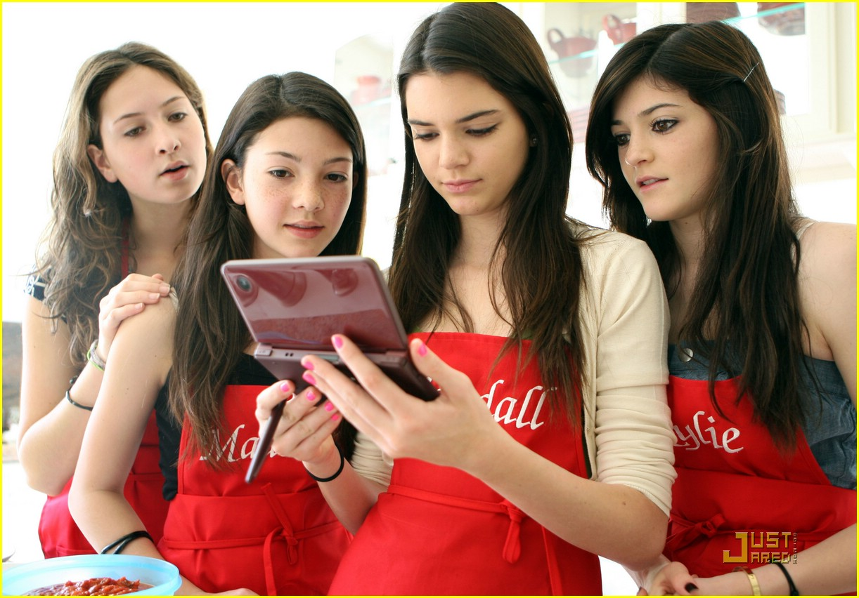 kendall kylie jenner cooking nintendo 01
