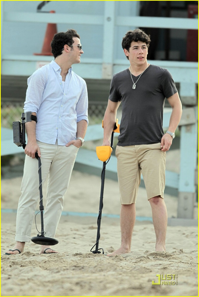 jonas brothers metal detecting 31