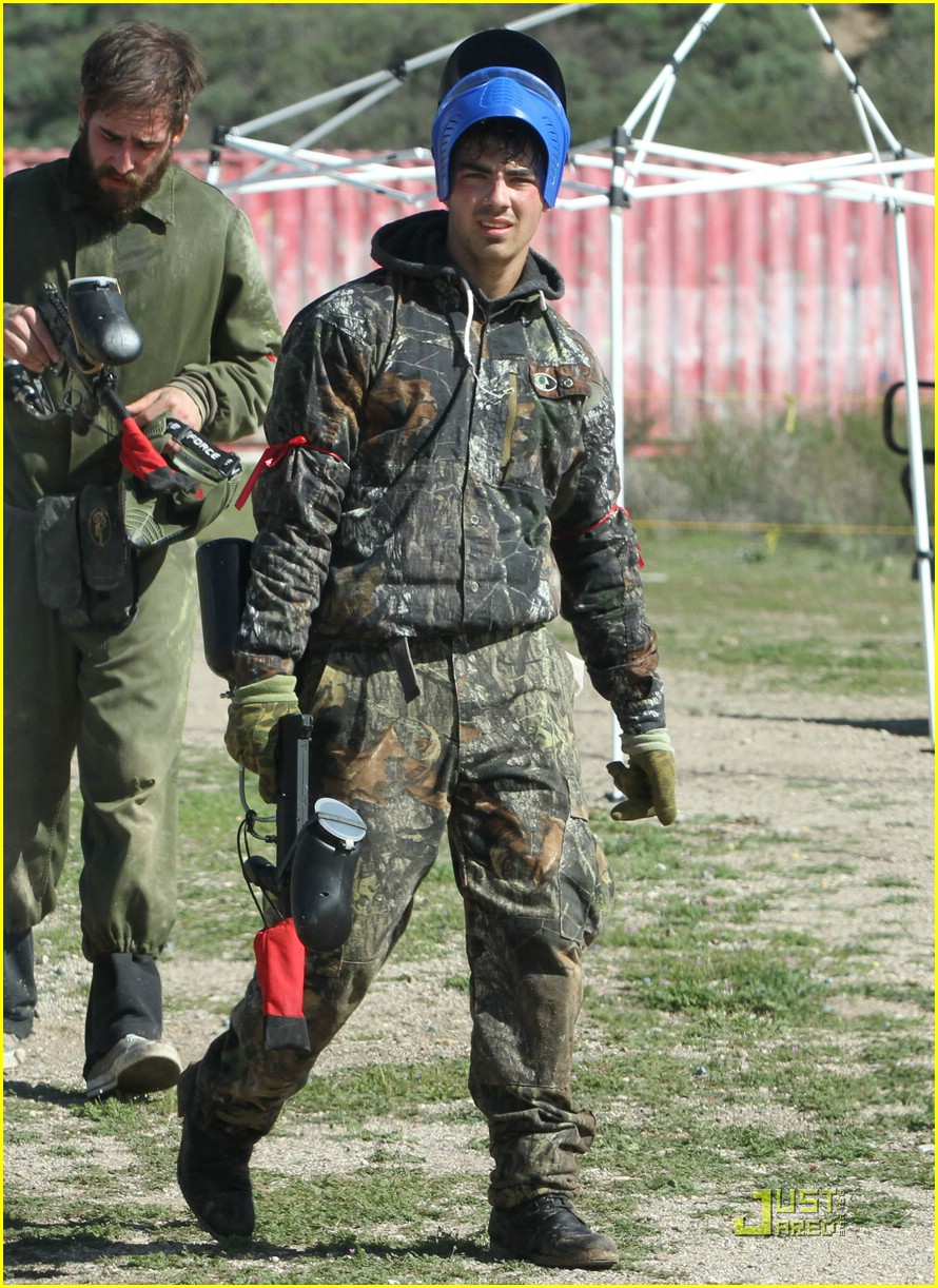 joe jonas david henrie paintball 26