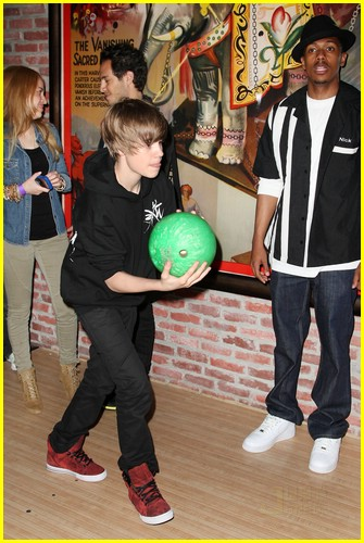 justin bieber bowling party 03